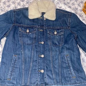 BRAND NEW GAP Fur jean jacket size Large